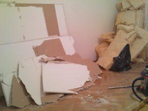 Die Reste der Wand wurden abtransportiert und nach einer größeren Säuberungsaktion blieb ein echt schönes Wohnzimmer zurück.